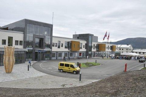 Uavklart: Den fjerde personen er også skadd og får medisinsk behandling ved sykehuset på Stokmarknes, men vurderes overflyttet til Tromsø. ArkivFoto: Åshild Marita Håvelsrud