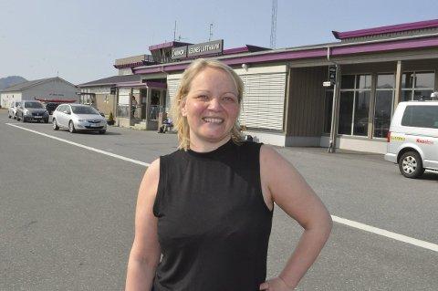 Fylkesråd: SV fikk gjennomslag i forhandlinger for å få fylkesråd for næring og regional utvikling. Onsdag kveld fikk Mona Fagerås fra Leknes spørsmål om å ta jobben. – jeg ble overrasket. Men dette er en utfordring jeg ønsker, sier den nye fylkesråden som blir helgependler til Bodø.