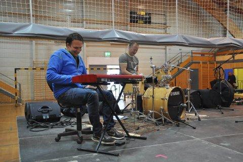 KONSERTKLAR:  Arne-KristianAndersen og Edgar Wolden er to av artistene som skal bidra på ettermiddagens støttekonsert.