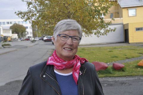 SVOLVÆR: Bodil Hansen i Rosa Sløyfe-aksjonen blir førstkommende lørdag å finne på Amfi i Svolvær. Foto: Kai Nikolaisen