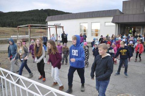 LEDET AN: Håkon, Karoline, Emma, Benedicte, Trgve Enevold og Marius B. ledet an i dansen.