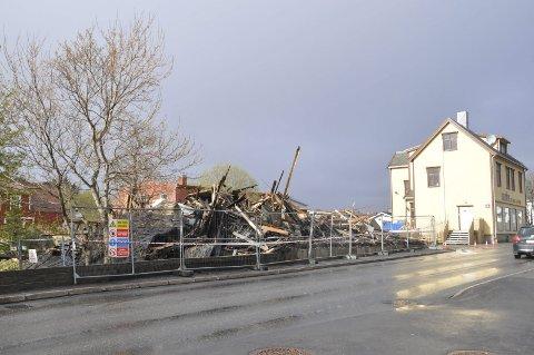 Brann: Pettersengården var et av Leknes sitt eldste bygg.