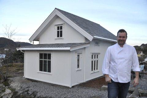 UTHUSET: Uthuset er pusset opp utvendig og vil etter hvert bli basen for Lofoten Food Studio som er Roy-Magne Berglund sitt nye prosjekt. Begge foto: Kai Nikolaisen