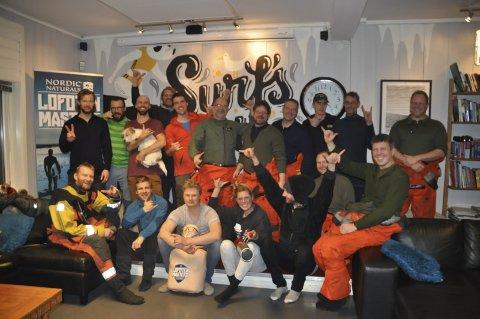 FORNØYD: Redningsgruppa, mannskap fra redningsskøyta og Sea King strålte etter øvelsen var over. Foto: Kai Nikolaisen