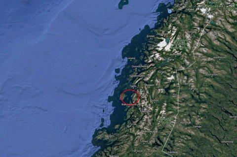 """""""Bognes"""" står fast på fjell og har sannsynligvis fått store skader i baugen"""
