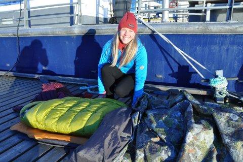 Sovepose, to liggeunderlag, en overtrekkspose og varme klær er hva som skal til for en utenatt på vinteren.