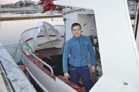 KJEDELIG: -Det har vært en lang og kjedelig sesong med mye landligge, sier skipper Daniel Myklebust på «Ballstadjenta» som siden 5. november har vært i Troms på landnotfiske etter sild. Foto: Kai Nikolaisen