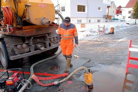 Illustrasjonsfoto fra en større vannlekkasje tidligere i Svolvær.