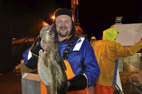 GODE TIDER: Fisker Jostein Fredriksen fra Flakstad er godt fornøyd med situasjonen i fiskerinæringen. Gode tider vises på inntektstoppen i hjemkommunen. Foto: Kai Nikolaisen
