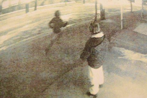 RØMMER: Mannen har tidligere sonet for overfallsvoldtekt mot en kvinne i Bodø sentrum. Bildet er tatt av overvåkningskamera idet han løper fra åstedet.
