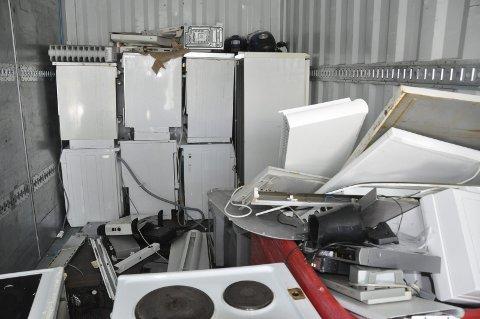 Containere: Det sendes to containere med elektronikk i uka fra Vågan