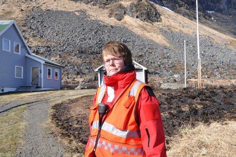 Brannsjef Ragnhild Sæbø ber folk vise aktsomhet på grunn av stor gressbrannfare for tida.