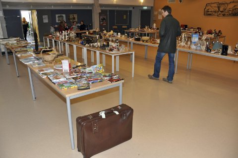Loppemarkedet holdes på Leknes skole, og har åpent også søndag.