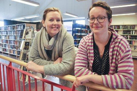 Spent: Unni Kasteng-Jakobsen og biblioteksjef Therese Krogh Hetzler ved Vestvågøy Bibliotek, inviterer 28. oktober til bokbadet «MED ANDRE ORD 2016» på Meieriet kultursenter. Foto: Lise Fagerbakk