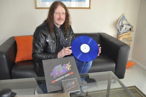 Lp: Sigmunn Salomonsen i Sentralforlaget gir ut Flax sin gamle plate «Monster Tapes» ut på nytt. 500 av vinylplatene komme i blå utgave. Foto: Kai Nikolaisen