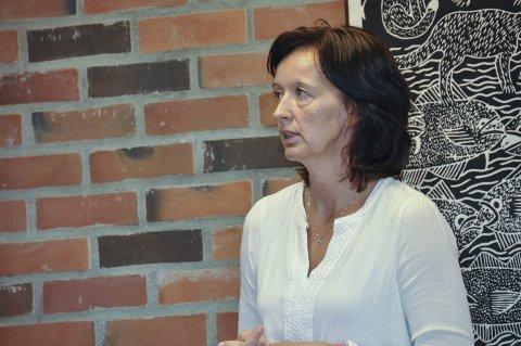 2015: Økonomisjef Line Andreassen har lagt fram Vestvågøy kommunes regnskap for 2015. Foto: Lise Fagerbakk
