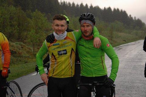 Johnny Strømnes (til venstre) og Fredrik Karlsen like etter målpasseringen.