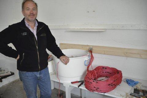 EGNERSENTRAL: Jens Petter Gylseth ved Steinfjorden Sjømat AS tilbyr nå å egne lina for fiskerne. Begge foto: Kai Nikolaisen