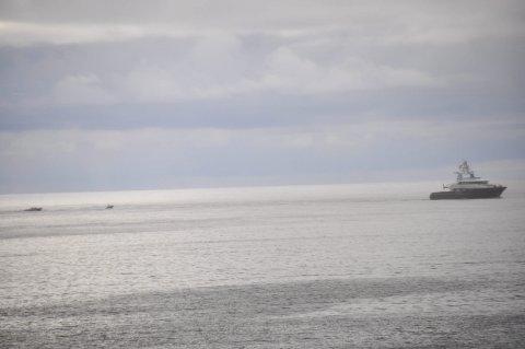 LEKETØy: Båten er også utstyrt med to relativt store skjærgårdsjeeper.Foto: Kai Nikolaisen