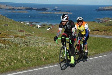 Pål Abelsen, bak Tor Emil K. Fløan, gjorde comeback på sykkelsetet.