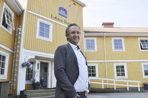 Vil selge: Direktør Kristian Talmo i Best Western Lofoten hotell etterlyser de som har tilbud som turister kan delta i. Talmo vil gjerne bidra til å markedsføre aktivitetstilbud. – Men vi hører ikke noe fra dem som eventuelt ønsker besøk av turister, sier han. FOTO: MAGNAR JOHANSEN