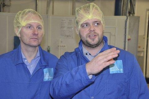 SPENT: Plassleder for Lerøy Seafood Group i Stamsund, Steffen Andersen, sammen med Vestvågøy-ordfører Remi Solberg.