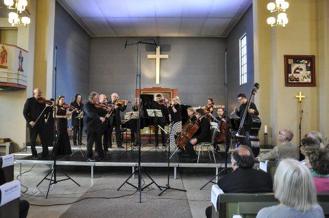 Lofoten Festival Strings: Orkesteret, som består av musikere fra flere plasser i Europa og også Norge, trollbandt publikum med sin musikk. Foto: Synne Mauseth