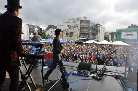 Populære: Violet Road avsluttet dåpskonserten med en strålende konsert foran et fullsatt torg i Svolvær.Alle foto: Sander Lied Edvardsen