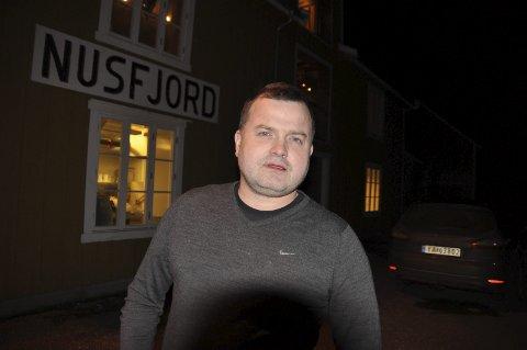 Overskudd: I fjor kunne regiondirektør Ragnar Palsson notere overskudd fra driften i Nusfjord. Selskapet har de siste årene økt omsetningen i Flakstad og Reine. Utfordringen er hotelldriften i Henningsvær, sier Palsson. foto: MAGNAR JOHANSEN