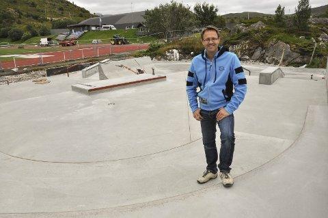 Engasjert: Jim Andreassen er ny leder i Vestvågøy Frp. Her fra arbeidet med Lofoten Skatepark i 2016. Andreassen mener spørsmålet om storflyplass blir viktig å drøfte nøye.