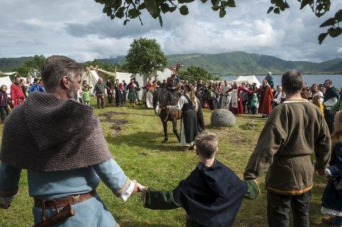 Mye folk: Allerede er det mange som har tatt turen til Vikingfestivalen. Om du ennå ikke har vært der, er det fortsatt ikke for seint. Festivalen holder åpent til søndag. Alle Foto: Jakub Gurdak