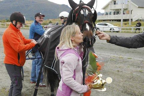 TAKK: Linda Johansen takker Valle Trym for innsatsen etter seieren på hjemmebane lørdag.Alle foto:Eirik Eidissen