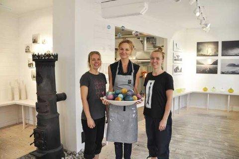 Høstmodus: Høysesongen er over for i år, men det betyr ikke at Mette Paalgard, Cecilie Haaland og Heidi Kristiansen kan ta ferie av den grunn. Nå er det forberedelser og produksjon fram mot Førjulseventyret som står i fokus.