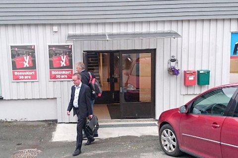 BEVISSIKRING: Konkurransetilsynets representanter foretar tirsdag en såkalt bevissikring mot hovedkontorene til FlyViking på Lyngseidet. (Foto: Privat)