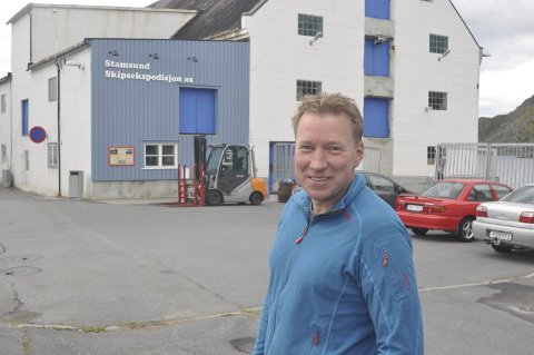 Fornøyd: Geir Asbjørn Pedersen er fornøyd med driften av Stamsund Skipsekspedisjon og sin e andre åtte datterselskap. På to er egenkapitalen doblet. – Vi er opptatt av å tjene penger før vi bruker dem. Derfor har vi knapt gjeld, sier 44-åringen som har overtatt som leder etter faren Fritz Karl Pedersen. foto. MAGNAR JOHANSEN