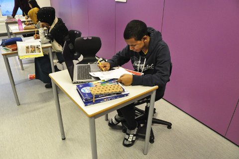 Prøve: Da Lofotposten var på besøk hadde elevene prøve. Alle kunne fortelle at de var godt forberedt og at prøven gikk bra.