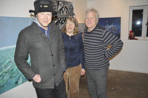 Alle tre: Vemund Thoe, Vebjørg Hagene Thoe og Scott Thoe har deltatt i utstillingen Nordnorsken tidligere. I år er det første gangen at hele familien skal bidra. Foto: Magnar Johansen