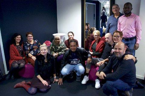 Fargerikt fellesskap: representanter for kulturprosjektet Flere Farger møttes til kurs og kick off i Svolvær sist fredag. Foto: Karianne Steen