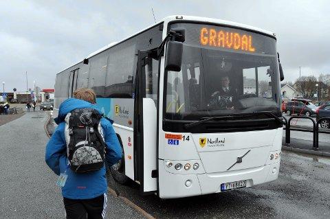 SKOLERUTER:  Skolebussene går som normalt selv om skolene er stengt