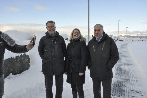 Gavepakke: Onsdag ble LoVe Miljøbase AS lansert. Bak står Bømøyr Eiendom, Hadsel kommune og Nor Sea Group. F.v. John Olav Næsheim i Nor Sea, ordfører Siv Dagny Aasvik i Hadsel og Terje Olav Hansen i Bømyr Eiendom AS.