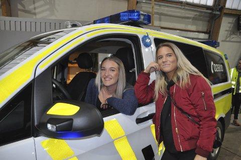 POLITI: Kine Edvardsen og Rikke Reppe vil gjøre karriere i politiet. Alle foto: Kai Nikolaisen