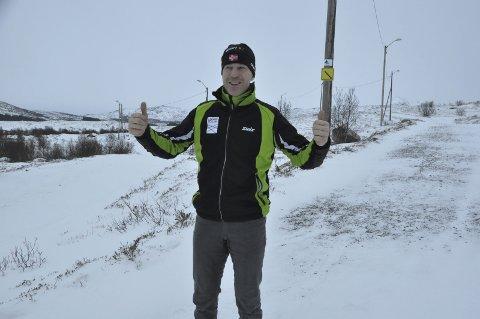 Stas: Mandag var det ekstra stas å være leder i Leknes Skiklubb. Da mottok Inge-Harald Olsen en pengegave på 100.000 kroner fra et ektepar på Østlandet. Foto: Arkiv