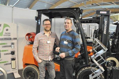 Team: Fredrik Thuv Nilsen og Ronny Selnes i Lofoten Truckservice AS. Nilsen forteller at messa handler om å være synlig, skape nye relasjoner, samt ta vare på kunder de allerede har. Foto: Synne Mauseth