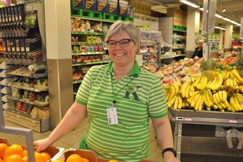 Britt-Karin Nøren ved Kiwi i Svolvær forteller om hektiske dager for dagligvarehandelen i påsken.