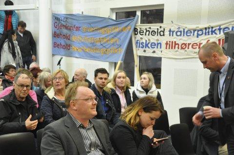 Motstand: Fiskeriminister Per Sandberg (Frp) har møtt motstand langs hele kysten mot å fjerne trålerpliktene. Her fra møtet på Melbu.