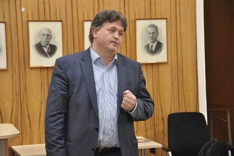 Sender brev: Kommunestyret vedtok etter forslag fra Rødt å sende et brev til Kommunal- og moderniseringsdepartementet i spørsmålet om reintrekkvei ved Storfjell. - Vi har en god sak, mener ordfører Eivind Holst (H).