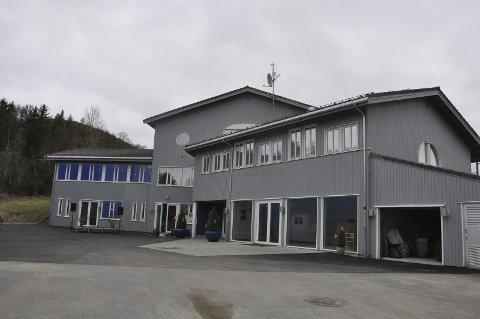 Flyttet: Nordland kunst- og filmfagskole har overtatt de gamle lokalene til den videregående skolen i Kabelvåg. Her har en rekke lokale entreprenører stått for ombyggingen tilpasset kunst- og filmfagskolens behov.
