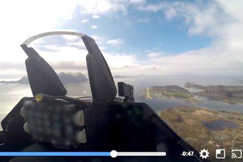F16 over Svolvær lufthavn Helle. Under øvelsen vil flyene komme lavere over Lofoten.
