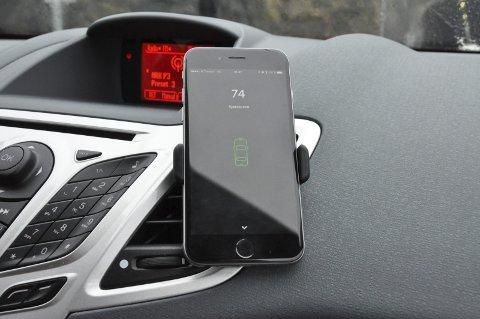 På dashbordet: Mobilen festes i dashbordet og sjåføren kan dermed følge med på egen flyt. Toppscore er 100, og reguleres ut ifra hvordan du kjører.