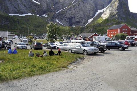 Status: Fylkesmannen sier ja til søndagsåpen dagligvarebutikk på Reine i tre måneder. FOTO: MAGNAR JOHANSEN